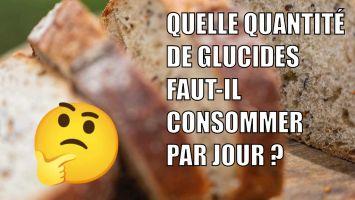 Quelle quantité de glucides par jour faut-il consommer. écrit sur une image de pain avec un emoji