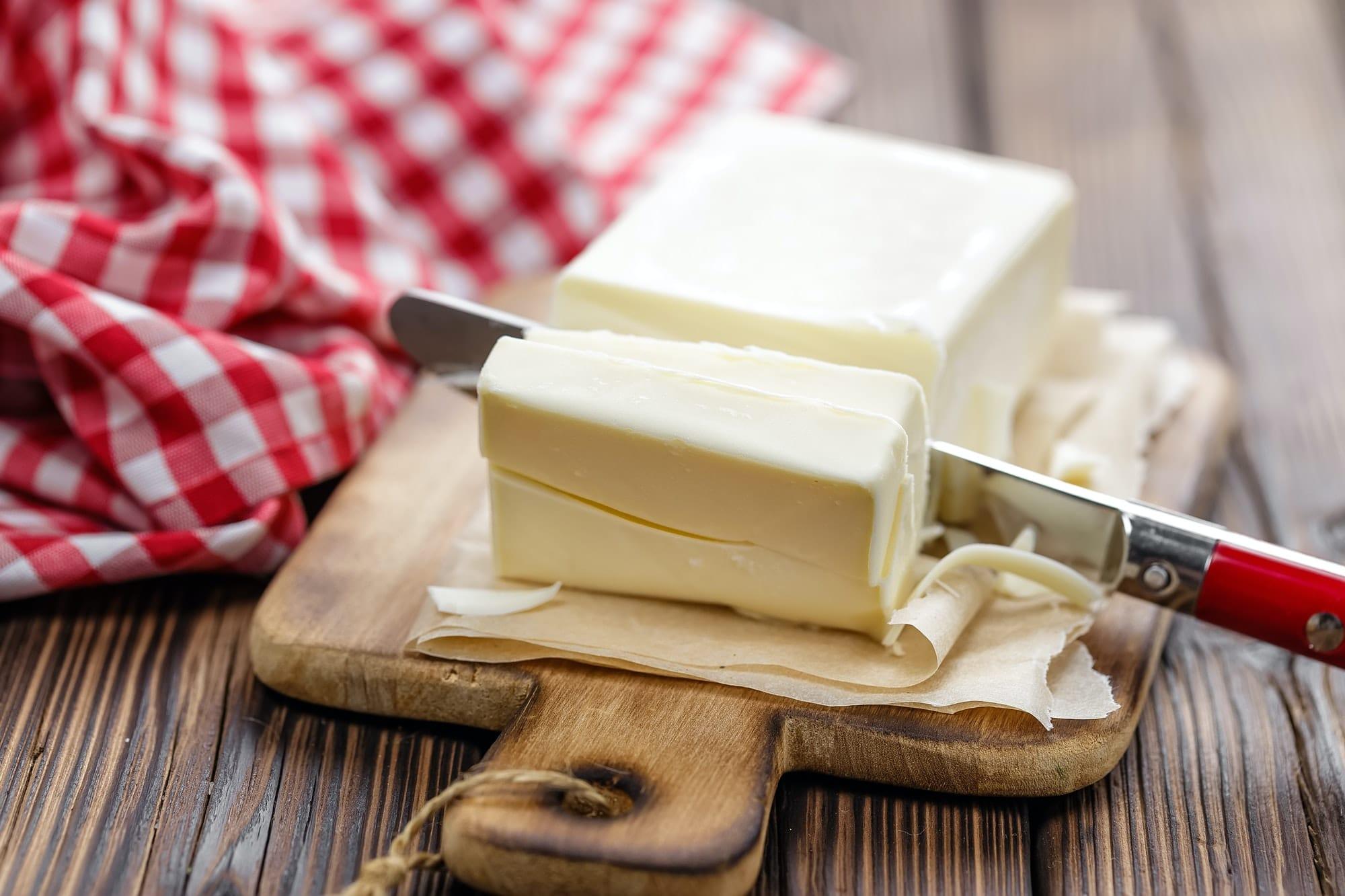beurre et couteau à beurre