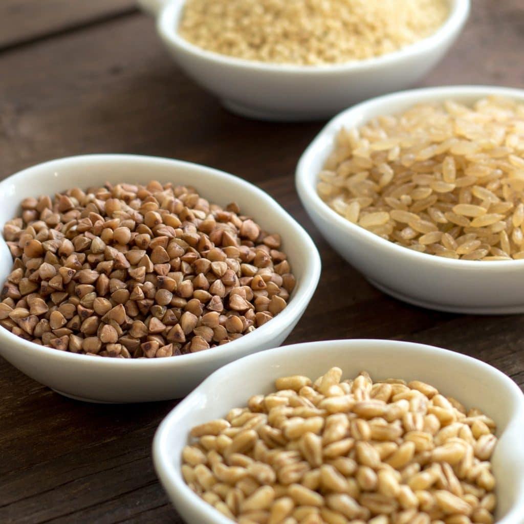 différentes céréales dans des bols