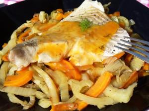Lieu noir sur lit de fenouil et carottes braisés, sauce aux agrumes