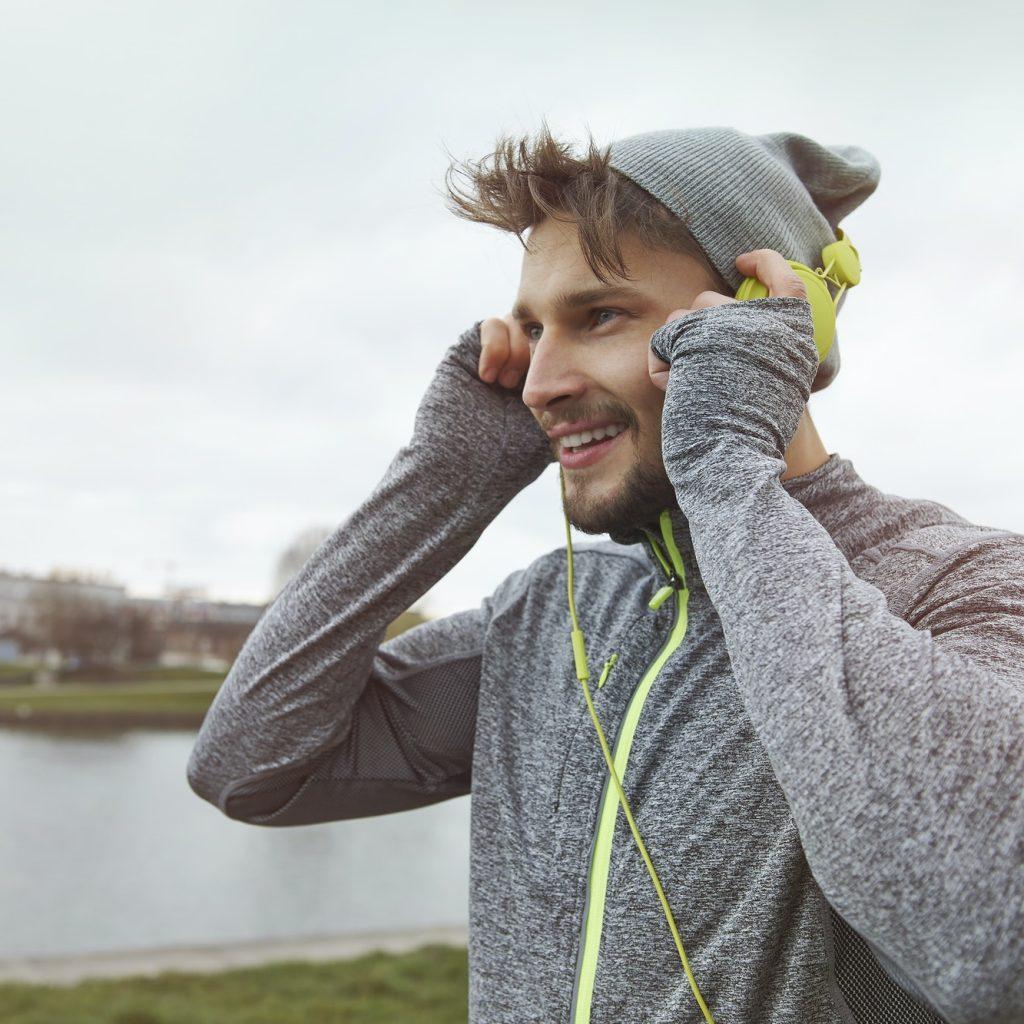 courir en écoutant de la musique