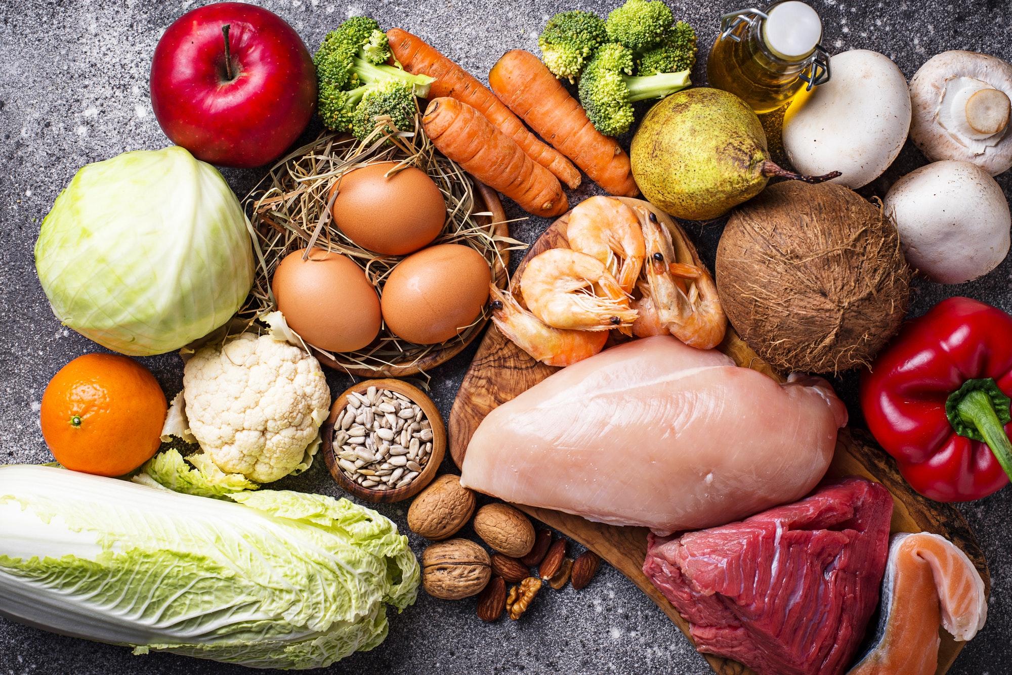 aliments du régime paléo, viande, oeufs, légumes et fruit