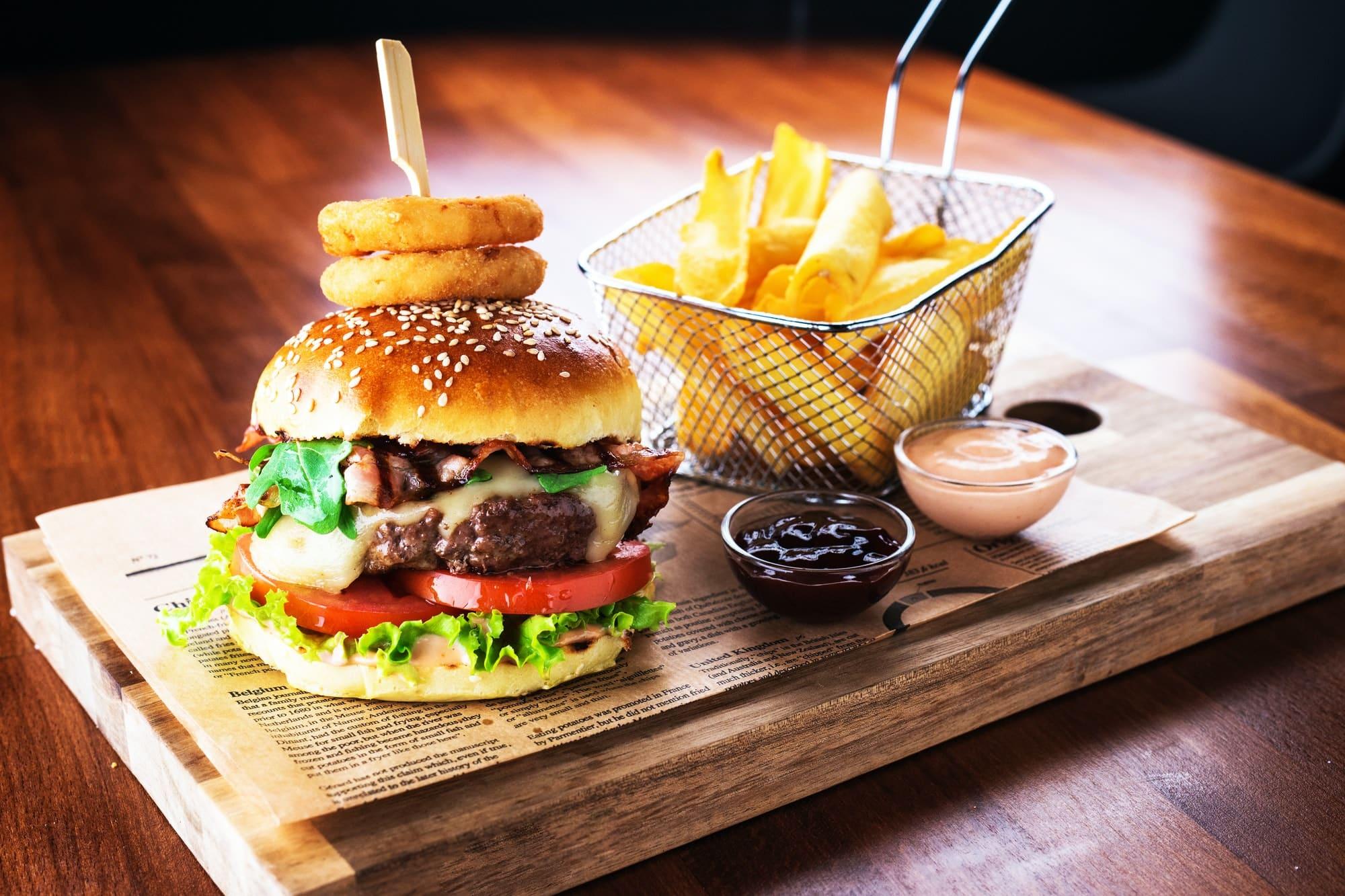 hamburger frites et sauces