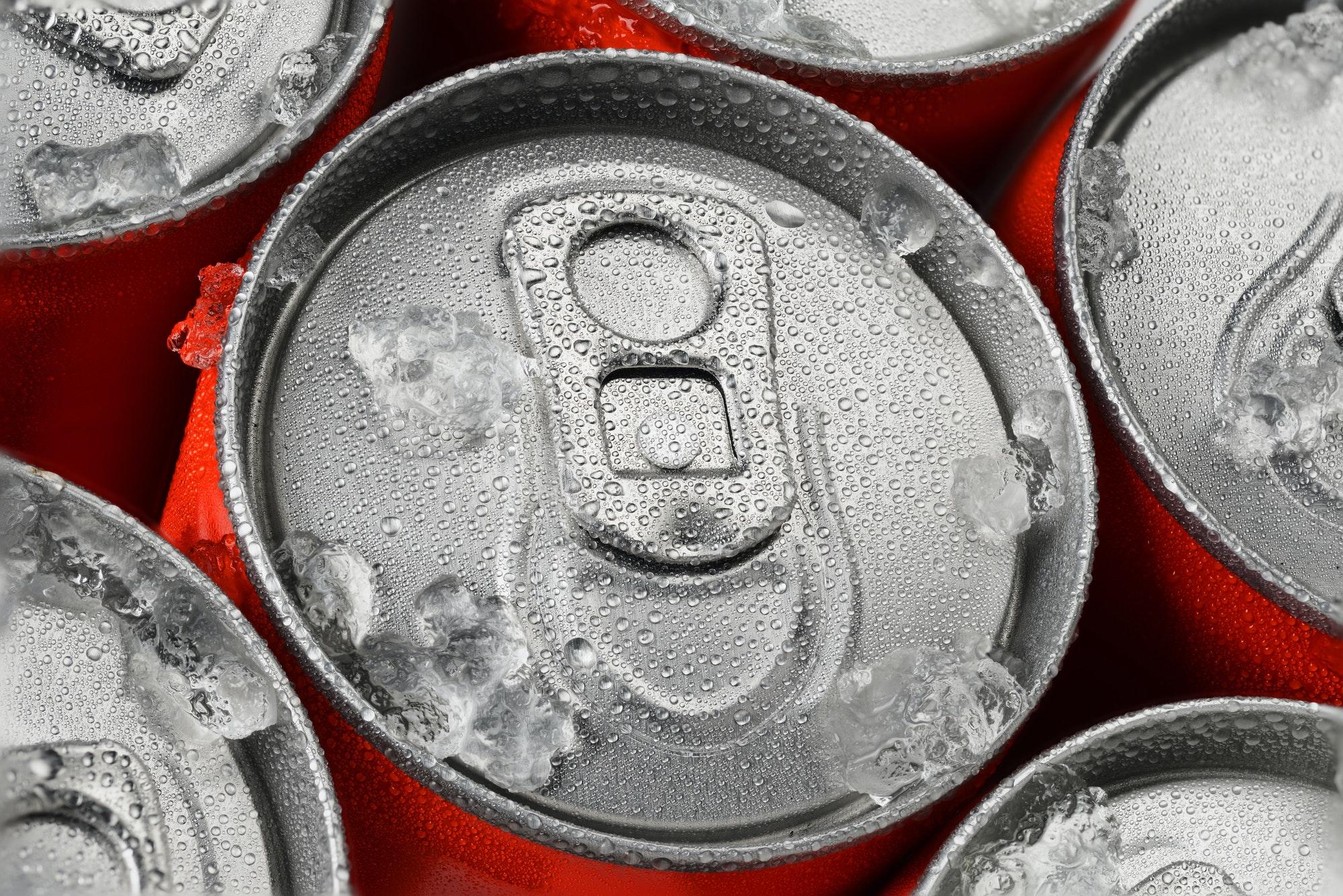 canettes de soda avec condensation