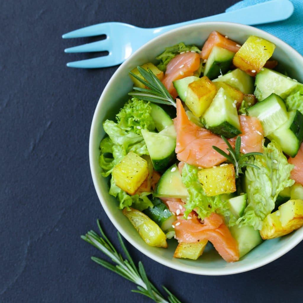 une salade dans un bol